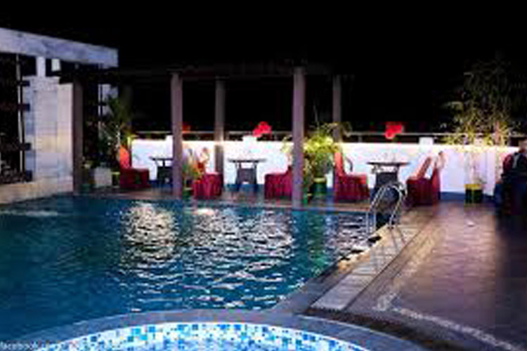Swash Rooftop Poolside Dining