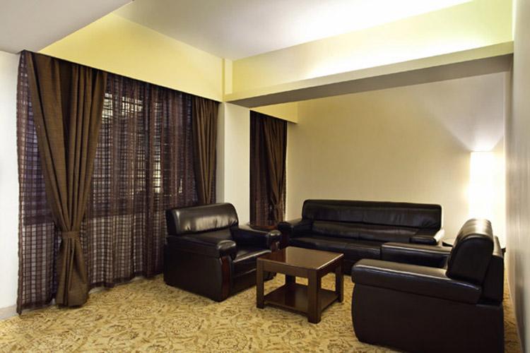 Pacific Suite Sitting