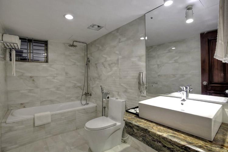 Pacific Suite Bath